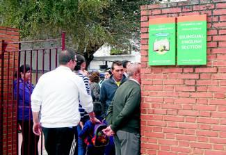 El colegio rodr guez cruz recibir la visita de un grupo for Piscina climatizada navalmoral